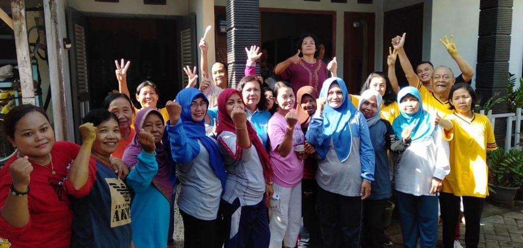 Kegiatan senambersama  lansia di RW  4 bersama perabgkat kelurahan Namb lor