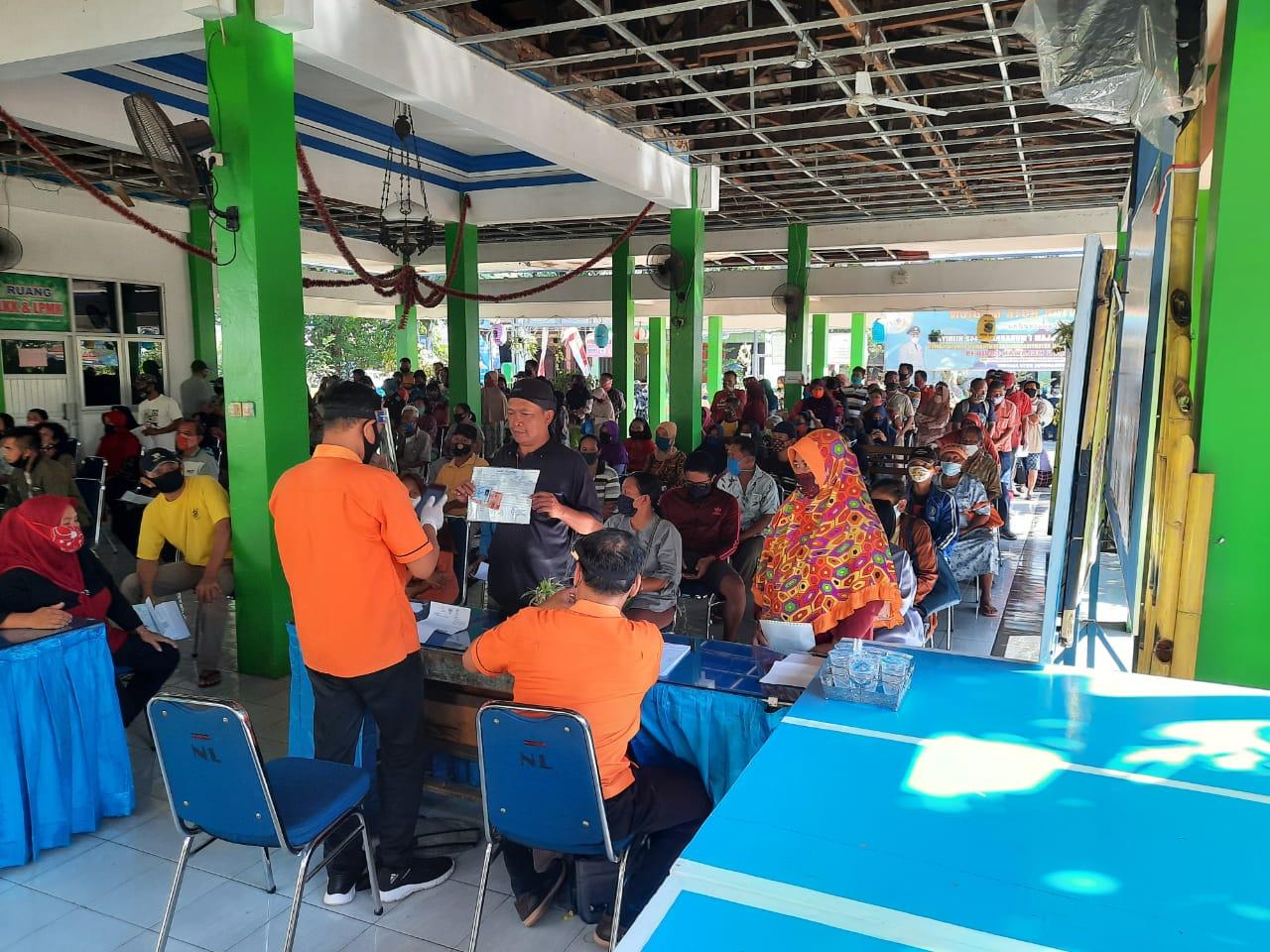 Pada Hari Minggu Warga Kelurahan Nambangan Lor menerima Bantuan BST tahap 4 dan 5  dengan jumlah Penerima 612  Warga