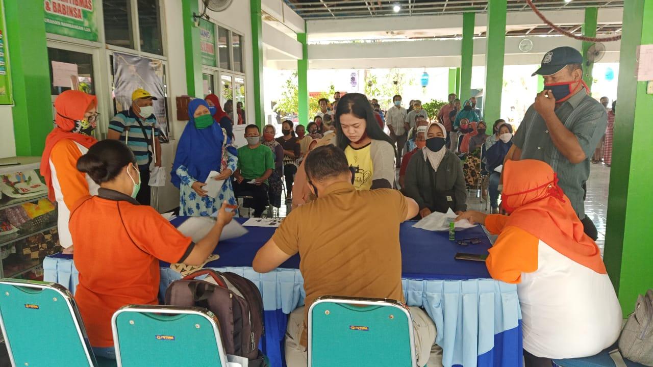 Pada hari minggu tanggal 11 Oktober Penyaluran Bantun BST untuk Warga Kelurahan Nambangan Lor untuk membantu meningkatkan Ekonomi Warga terkena dampak covid 19 sejumlah 732 KPM